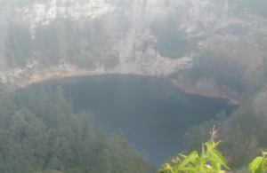 クリムトゥ山 湖 フローレス島 インドネシア ヤルネシアン