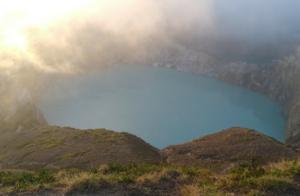 フローレス島 クリムトゥ山 火山湖 インドネシア ヤルネシアン