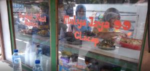 ジャカルタ 屋台飯 インドネシア ナシチャンプル ヤルネシアン