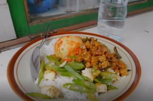 ナシチャンプル インドネシア ジャカルタ 屋台飯 ナシチャンプル ヤルネシアン