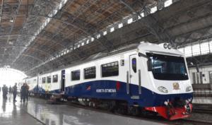 クレタイスティメワ インドネシア 貸切列車